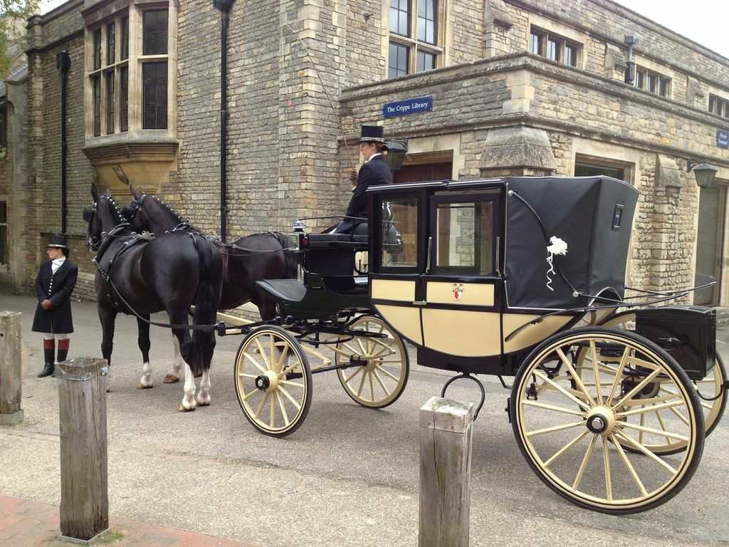 Horse carriage hire prestige classic wedding cars for Car carriage